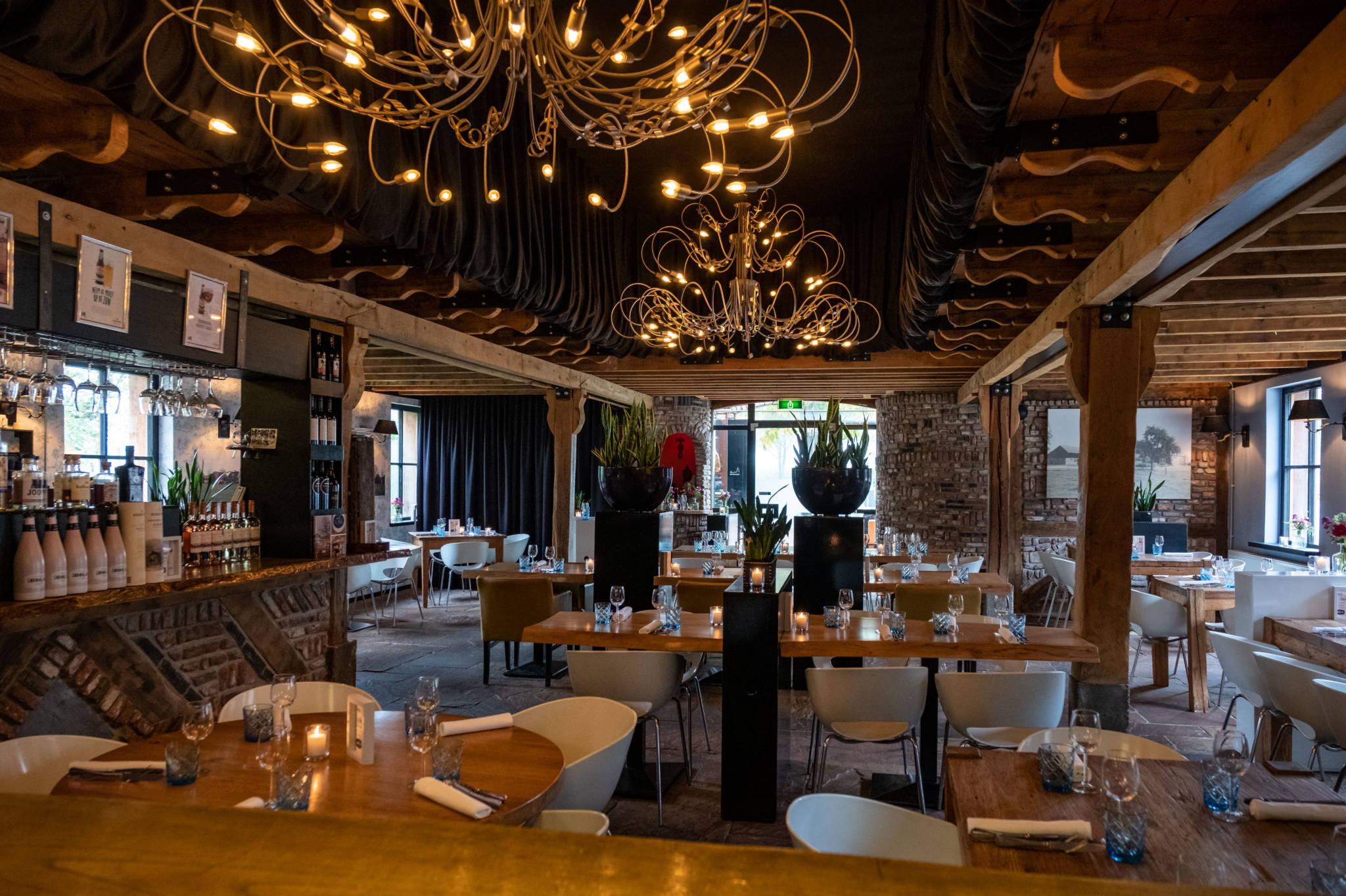 restaurant met uitzicht op open keuken sfeervol